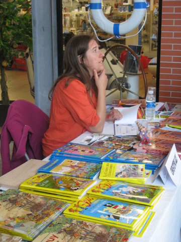 Tatiana Daumas au stand jeunesse