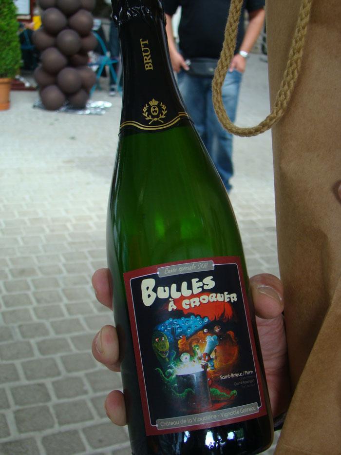 Bouteille de champagne avec le visuel du festival