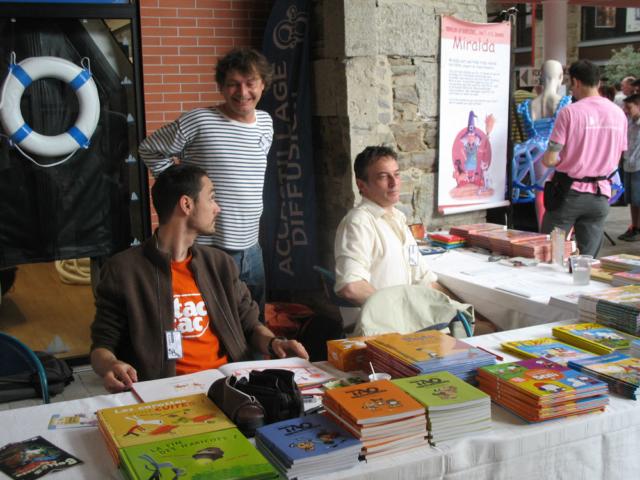 Christophe Lazé, Laurent Richard et Erwan Le Saëc sur le stand jeunesse